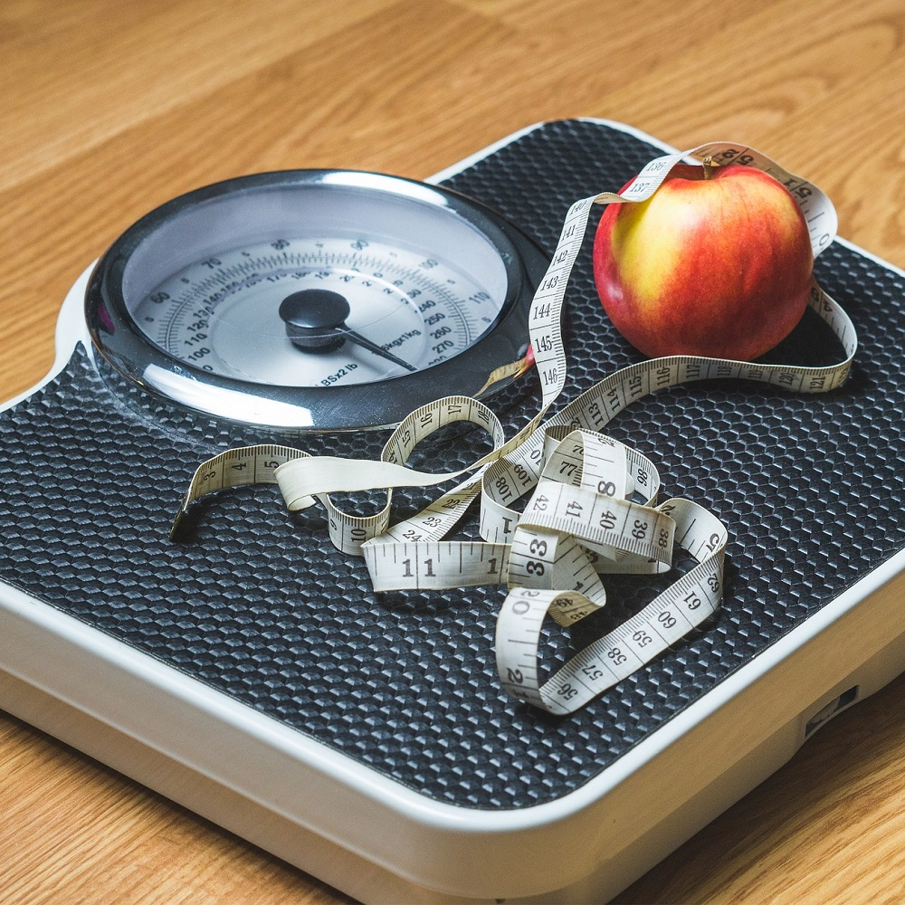 Scales, tape measure and apple - signs of weight loss? Rebecca Edmonds Hypnotherapy can help you lose weight