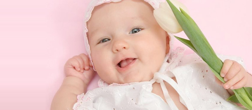 A happy baby - try hypnobirthing with Rebecca Edmonds Hypnotherapy